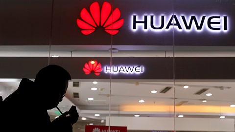 Huawei hopes to develop 5G in the UK | Sky News Australia