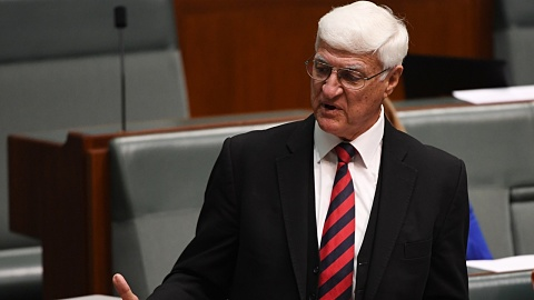 Katter willing to extend sitting hours in exchange for bank reform