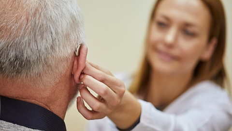 Study links hearing loss to age-related conditions | Sky News Australia