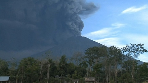 Flights resume after Bali volcanic eruption | Sky News Australia