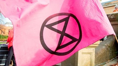 Extinction Rebellion's 'nudie run' protest bares all | Sky News Australia