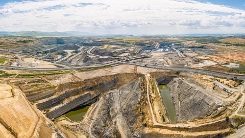 Indian big business looks to invest in Australian coal | Sky News Australia