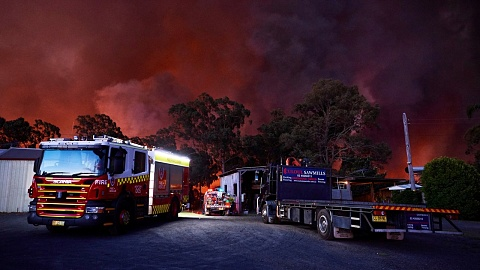 Firefighters need 'better access to water' to combat fires | Sky News Australia