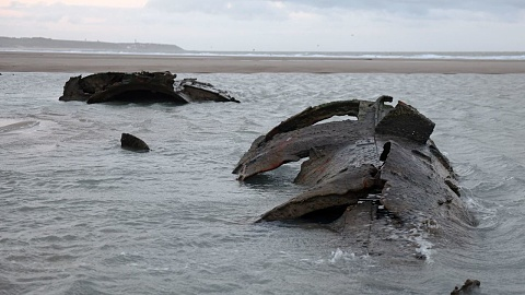 German submarine from WWI surfaces on French beach