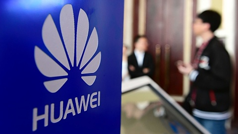 Huawei gets temporary licence amid US blacklist row | Sky News Australia