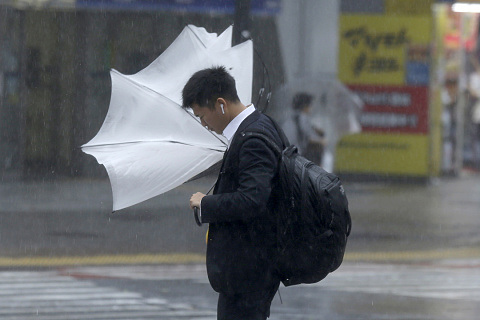 One dead as typhoon bears down on Japan | Sky News Australia