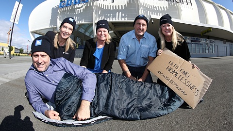 Bosses spend night without shelter for Vinnies CEO Sleepout | Sky News Australia