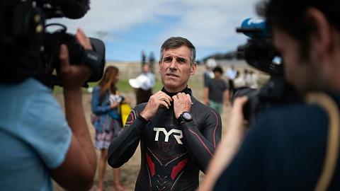Swimmer tackles 'plastic vortex' to highlight ocean pollution | Sky News Australia