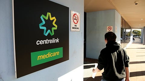 Largest drug and alcohol centre says the cashless welfare card trial is failing | Sky News Australia