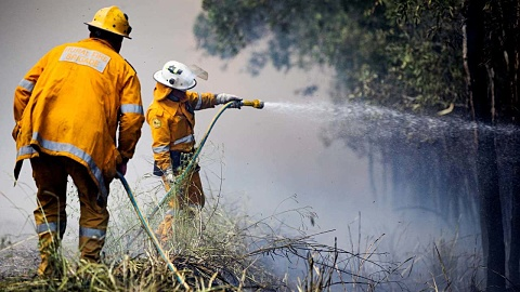 Out of control bushfire comes dangerously close to Qld homes | Sky News Australia