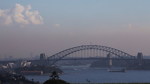 Health warning issued as back-burning smoke blankets Sydney | Sky News Australia
