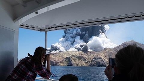 Images emerge of dramatic NZ volcano erruption   Sky News Australia