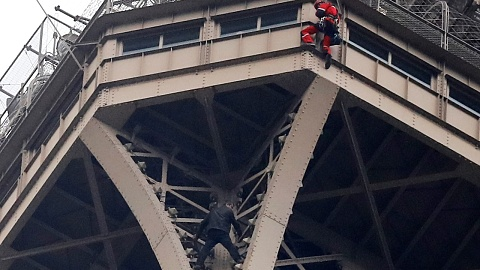 Man climbs Eiffel Tower, clings to side for seven hours | Sky News Australia