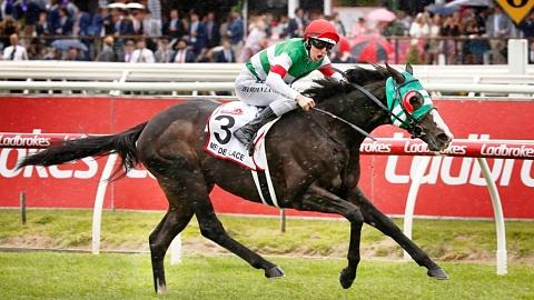 Japanese horse Mer De Glace wins Caufield Cup | Sky News Australia