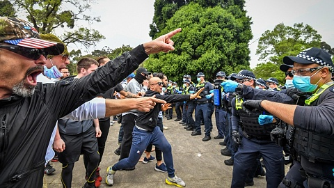 Violent anti-lockdown protests lead to 16 arrests | Sky News Australia