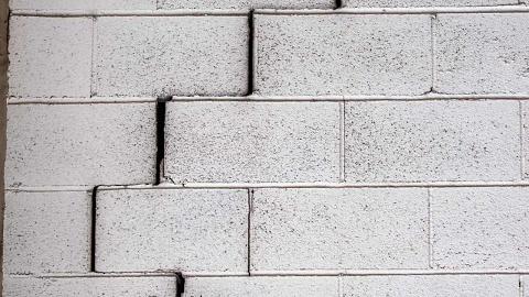 Building cracks prompt evacuation of Sydney apartments | Sky News Australia