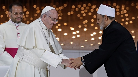 Pope Francis greeted with lavish ceremony in UAE