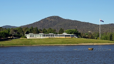 Canberra struck by earthquake