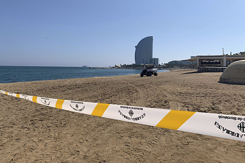 Bomb 'dating back to Spanish Civil War' discovered on beach | Sky News Australia