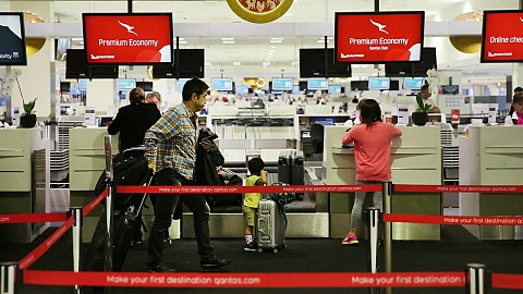 Qantas to phase out analogue scales for weighing luggage | Sky News Australia
