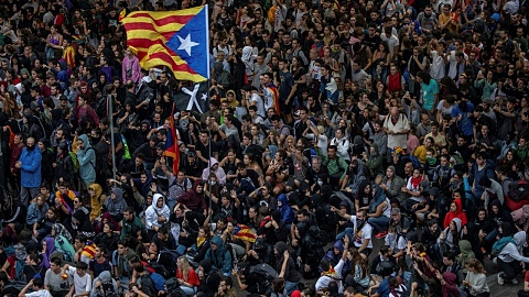 Thousands protest in Barcelona after court convicts Catalan separatist leaders | Sky News Australia