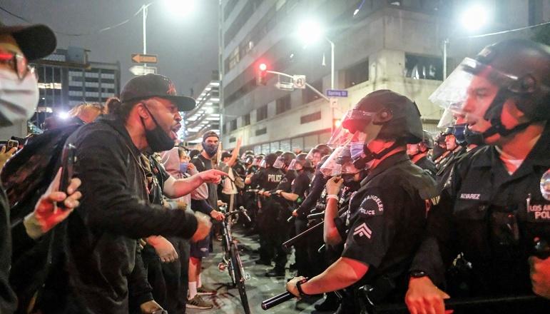 Aus News Crew Ed By Us Police