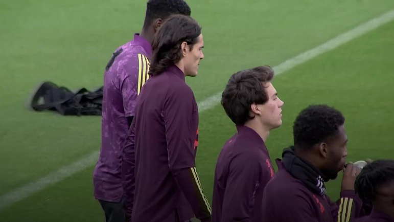 edinson cavani takes part in manchester united training for the first time play stuff edinson cavani takes part in manchester